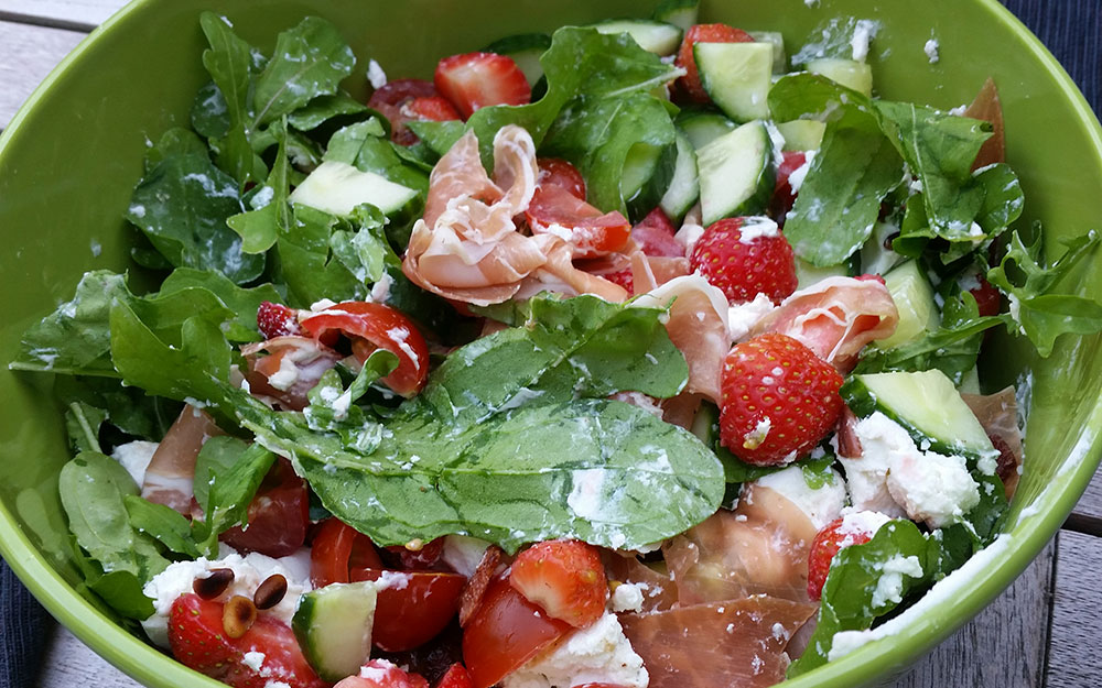 Aardbeien salade met rucola en geitenkaas