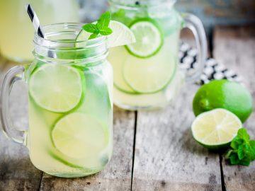 Zomerdrankje: water met limoen en munt